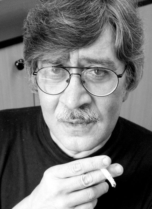"""""""Ако Абсолютният Тон е благосклонен към мен, ще издам следващата година две книги"""", казва писателят Виктор Пасков през 2005 г. Снимка: Десислава Веселинова/Архив на """"Труд"""" - Виктор Пасков: Кой политик е изкарвал сълзи в очите на човечеството, освен сълзите на гняв и ужас?"""