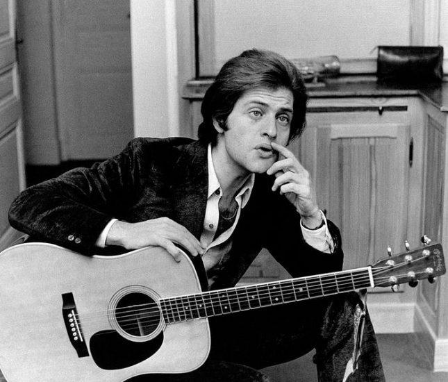 Жо Дасен през 1960-а, когато е 22-годишен. Снимка: Уикипедия - Песните му помагат на хората да живеят (видео)