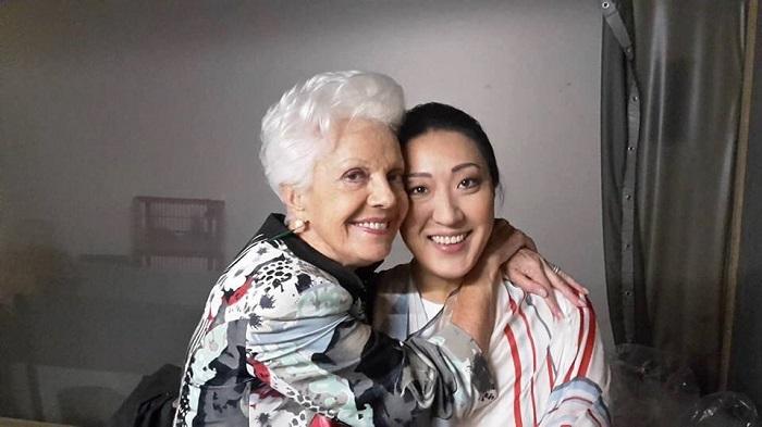 """Райна Кабаиванска със своята ученичка Витория Йео. Снимка: Личен архив - Една от най-ярките звезди от Школата """"Кабаиванска"""""""